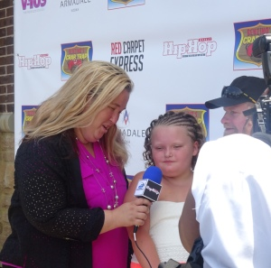 Mama June, Honey Boo Boo and Sugar Bear being interviewed for Hip Hop Weekly