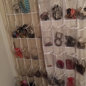 Turned over the door shoe storage bags into accessory storage bags